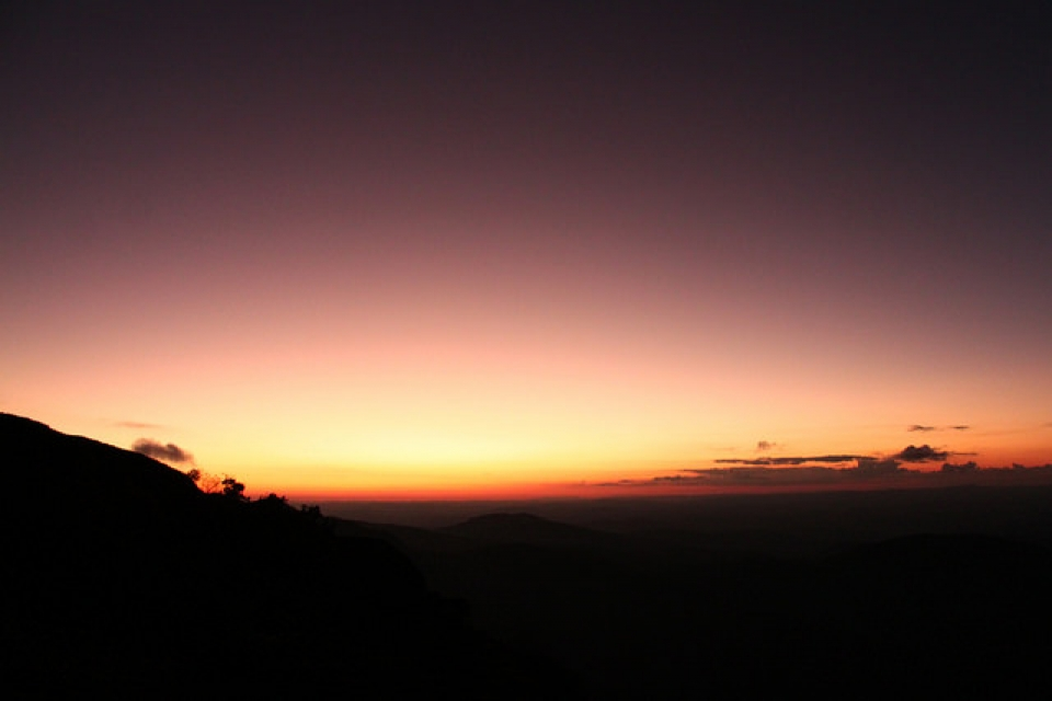 Cair da noite no Pico do Papagaio